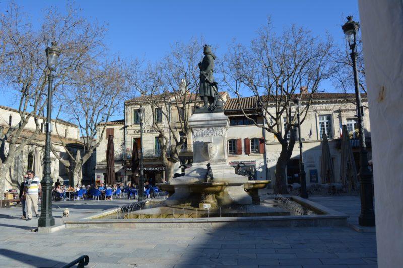 Place centrale de la cité d'Aigues-Mortes