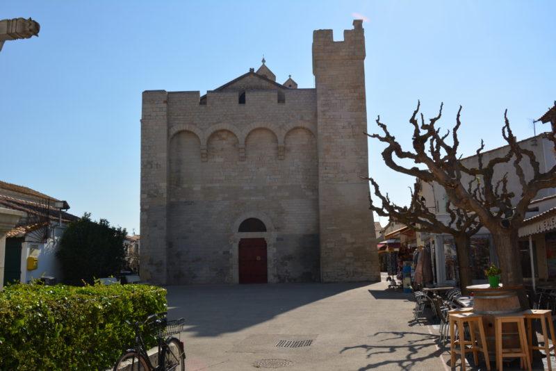 Façade de l'église des Saintes maries
